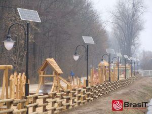 BrasiT Solarna i hybrydowa lampa uliczna